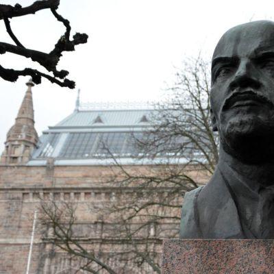 Lenin patsas Turun Taidemuseonmäellä