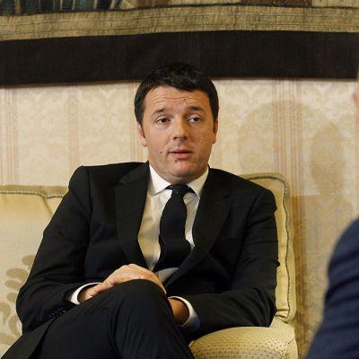 Matteo Renzi tapasi Italian senaatin puhemiehen, Pietro Grasson 17. helmikuuta 2014.
