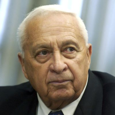 Ariel Sharon vuonna 2004.