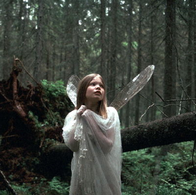 Annu Marttila esittää keiju Illusiaa Heikki Partasen elokuvassa.