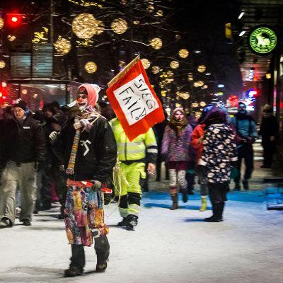 Loldiers of Odin -ryhmän katupartio Tampereella