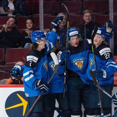 Suomi juhlii Mikko Rantasen maalia ottelussa Slovakiaa vastaan.