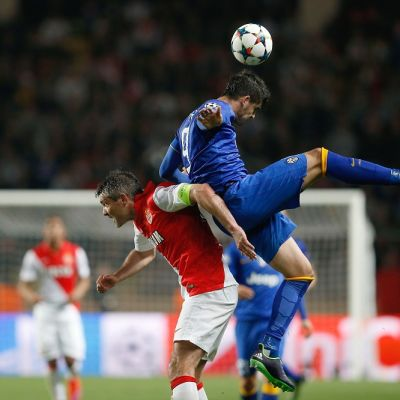 Monacon Jeremy Toulalan ja Juventuksen Alvaro Morata kamppailussa.
