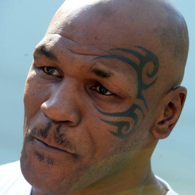 Mike Tyson lähikuvassa.