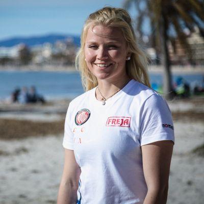Monika Mikkola kuvassa