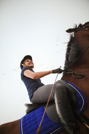 Ratsastaja hevosen selässä