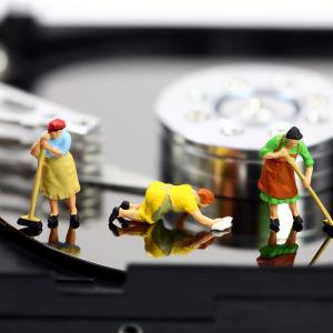 Siivojia tietokoneen kovalevyllä