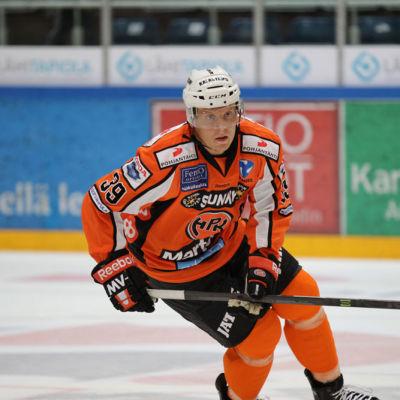 Ville Viitaluoma nyckelspelare i Örebro.
