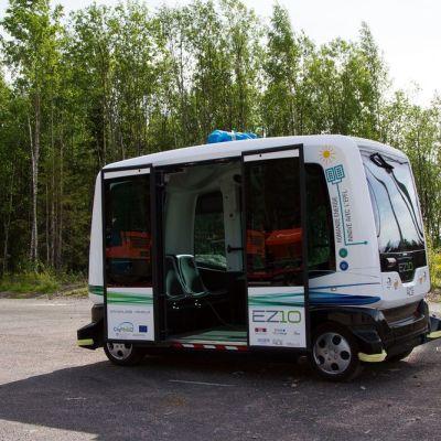 CityMobil2-bussi ajaa ilman kuljettajaa.