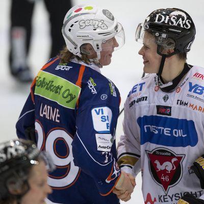 Patrik Laine (vas.) ja Jesse Puljujärvi