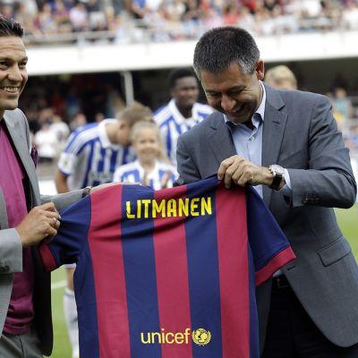 Barcelona muisti entistä pelaajaansa Jari Litmasta.