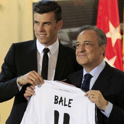 Real Madridin Gareth Bale esitellään lehdistötilaisuudessa.