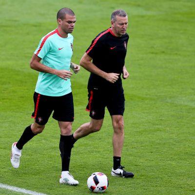 Portugalin Pepe harjoituskentällä.