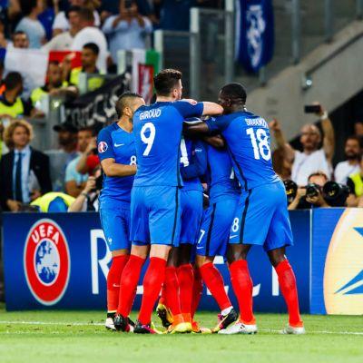 Ranska juhlii maalia.