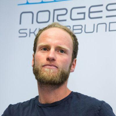 Martin Johnsrud Sundby tiedotustilaisuudessa.