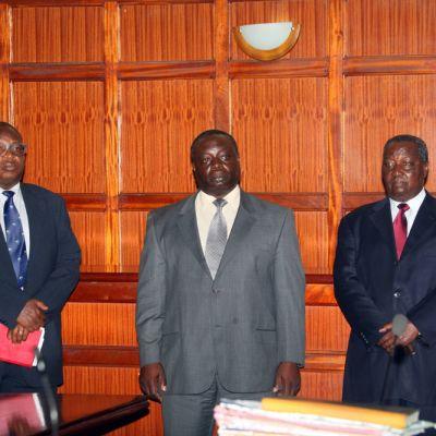Stephen Soi, Pius Ochieng ja Francis Paul oikeudessa Nairobissa.