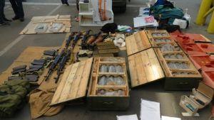Den ukrainska säkerhetstjänsten beslagtog sprängmedel, vapen och ammunition.