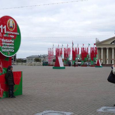 Vaalit näkyvät Minskin katukuvassa.