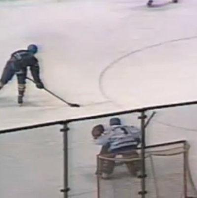 Ruotsi-Suomi Moskovan MM-kisoissa 1986. Ruotsi tasoittaa ottelun viime hetkellä.