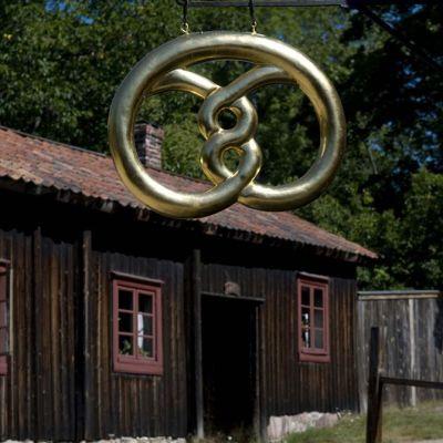 Luostarinmäen käsityöläismuseon kullattu rinkeli.
