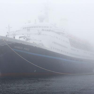 Risteilyalus Marco Polo Rostockin satamassa.