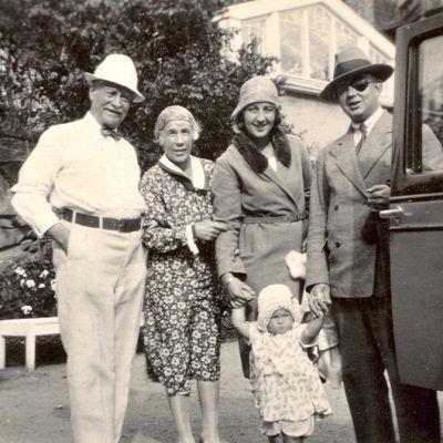 Emil ja Alice Wikström, Mielikki ja Asko Ivalo sekä Irmeli lapsena.