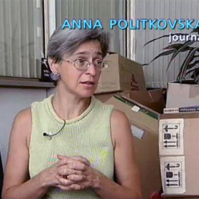 Anna Politkovskaja som blir intervjuad