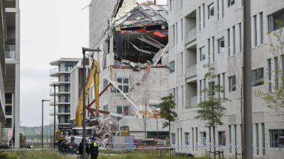 En del av byggnaden rasade samman i fredags.