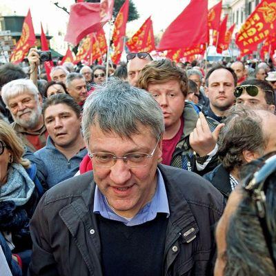 Mielenosoittajia  Roomassa.