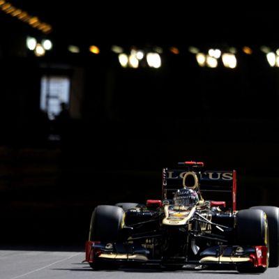 Kimi Räikkönen Monacon katuradalla.