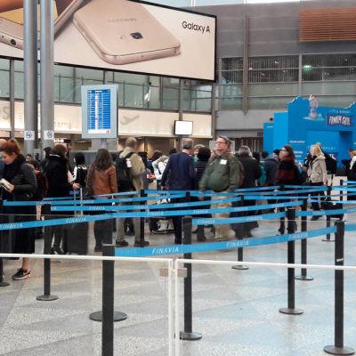 Lugnt på Helsingfors-Vanda flygplats under strejken som pågick på eftermiddagen den 3 mars 2017.