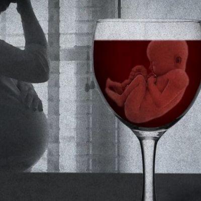 nainen raskaana, viinilasi