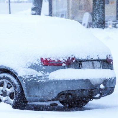 Snöig bil