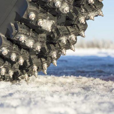 Autoille tehtiin jäärata Oulun edustalle – hyppäsimme kyytiin