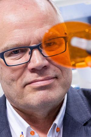 suu- ja leukakirurgian erikoislääkäri, professori Kyösti Oikarinen