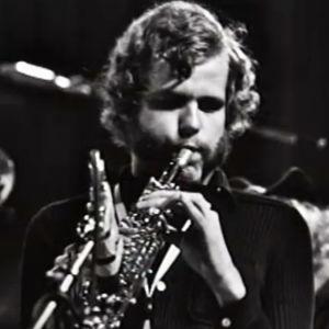 Saksofonisti Eero Koivistoinen esiintyy Ylen tilaussävelysten konsertissa.