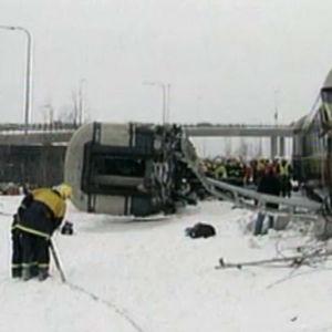 Uutiskuvaa Jyväskylän junaonnettomuudesta 6.3.1998