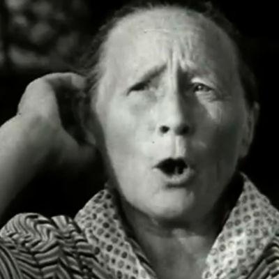 Nainen kutsuu karjaa ohjelmassa Karjan kutsuhuutoja (1968)