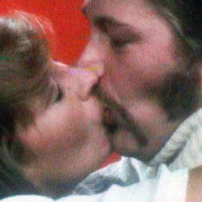 Nainen ja mies suutelevat, ohjelmasta Suukko (1976)