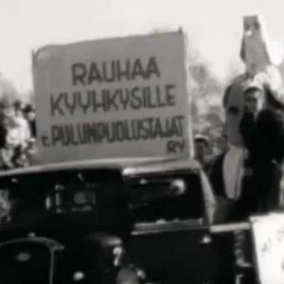 Teekkareita vappuajelulla 1952.