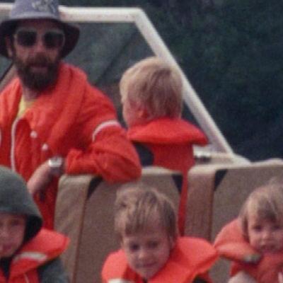 Selänteen perhe veneessä
