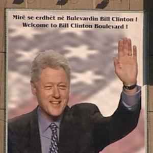 Bill Clintonin kuva Kosovon pääkaupungin Pristinan kadulla