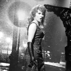 Tamara Lund laulaa Suomen euroviisukarsinnassa 1963.