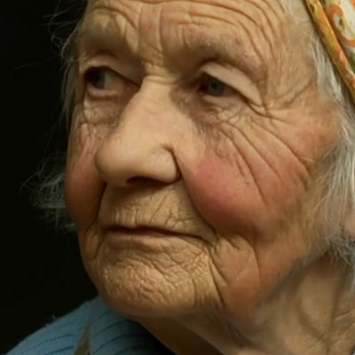 Dora Siivonen dokumentissa Ulkosaariston uskomaton Dora (2013)