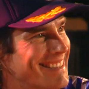 Ron Moss päässään violetti lippis hymyilee