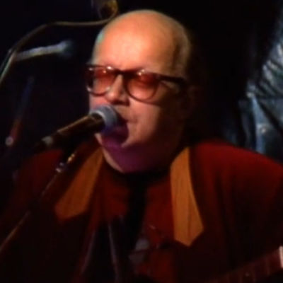 Juice Leskinen esiityy Q-klubissa (1991)