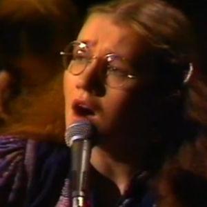Liisa Tavi laulaa ohjelmassa VALOA YÖSSÄ. VUOSIKONSERTTI. (1979)