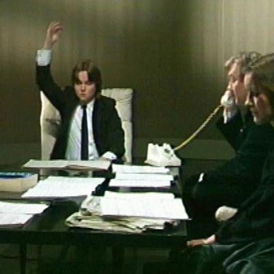 Lauri Otonkoski, Olli Kortekangas, Esa-Pekka Salonen , Tapani Länsiö ja Tuija Hakkila esittävät John Cagen teosta Living Room Music ohjelmassa Levottomat palat.