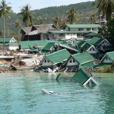 Tuhoutunut lomakylä Phi Phi -saarella 29. joulukuuta 2004.