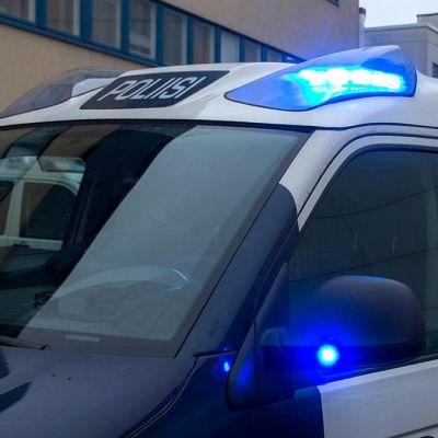 Lähikuva poliisiauton hälytysvaloista.